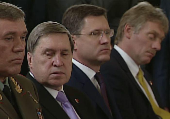 Пресс-секретарь президента России Дмитрий Песков уснул на пресс-конференции Путина и Эрдогана (7 гифок)