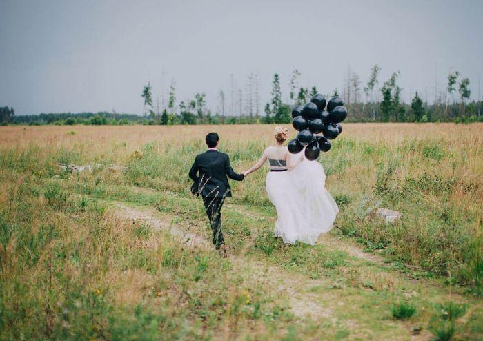 Молодожены вместе с гостями сбежали со свадьбы, чтобы не оплачивать счет (фото)