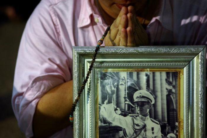 В возрасте 88 лет умер король Таиланда Пхумипон Адульядет (2 фото)