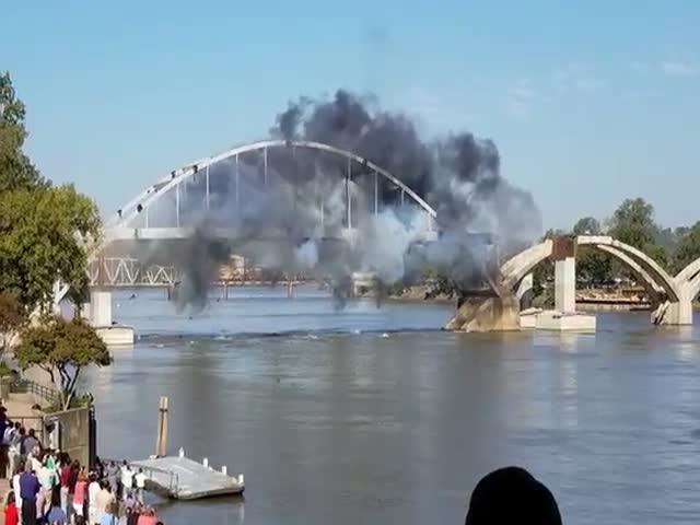 93-летний мост не смогли взорвать с первого раза