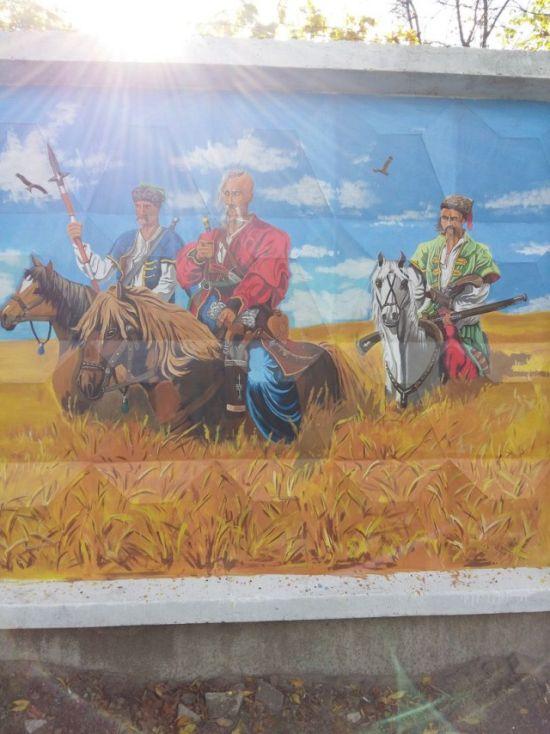 Стрит-арт на заборе воинской части (4 фото)