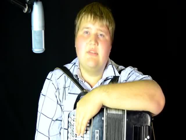 Волгоградский баянист исполнил кавер-версию «Патимейкера»