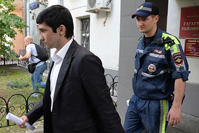 Сына Шамсуарова лишили «Гелендвагена» и приговорили к обязательным работам (3 фото)