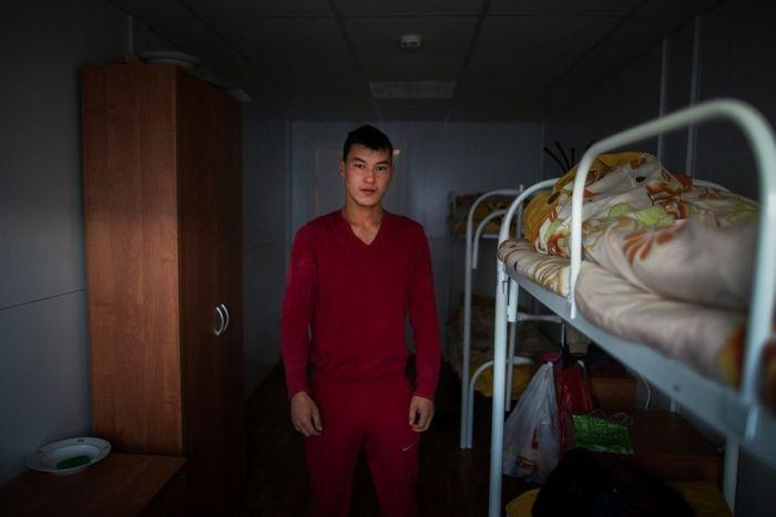 Как живут нелегальные трудовые мигранты в России (17 фото)