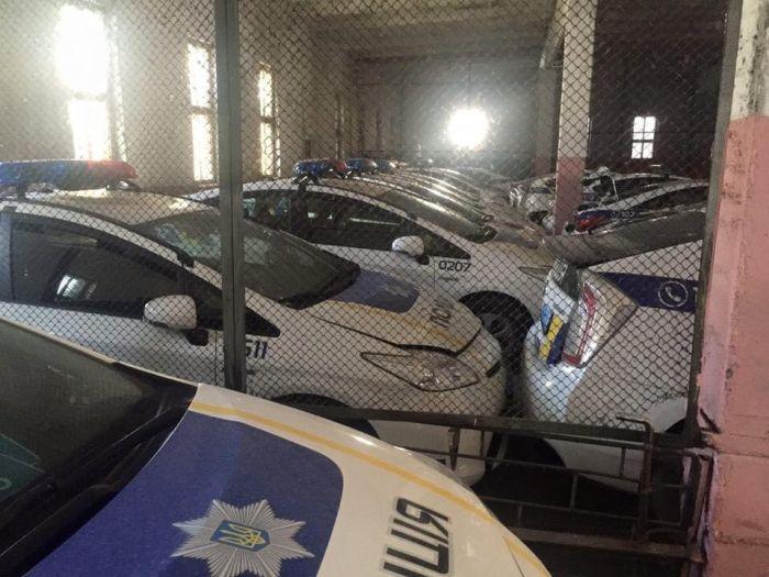 «Кладбище» автомобилей патрульной полиции Украины (4 фото)