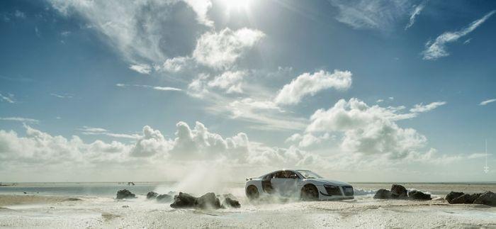 Фотограф сделал рекламные снимки Audi R8 с помощью игрушечной модели (8 фото)