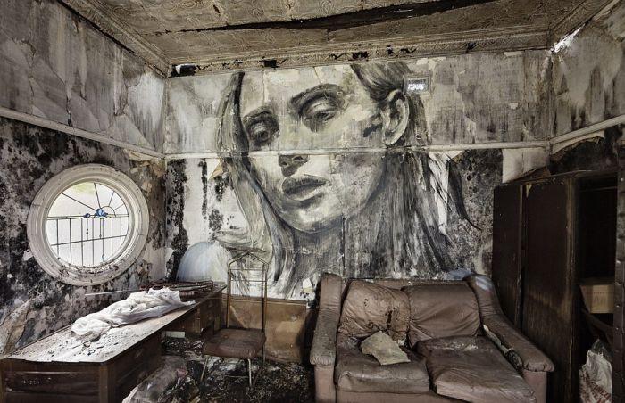Портреты красивых женщин на стенах заброшенных зданий (11 фото)