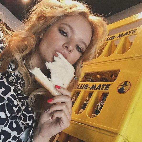 Западные СМИ обратили внимание на 18-летнюю дочь Дмитрия Пескова Лизу (17 фото)