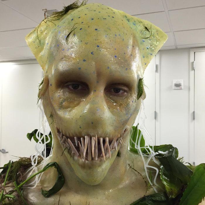 Процесс изготовления маски человека-кальмара (15 фото)