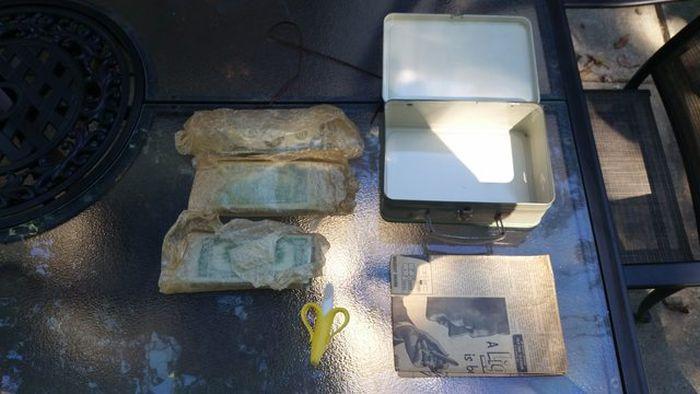 Американец нашел клад, делая ремонт в доме (15 фото)
