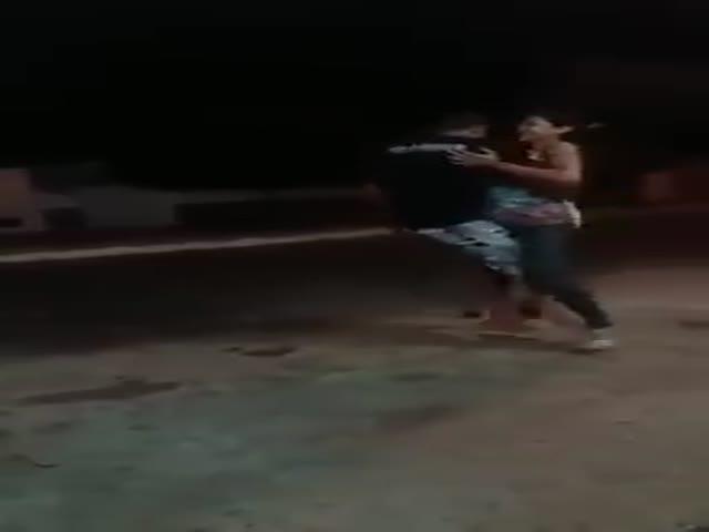 Зажигательный танец одноного парня