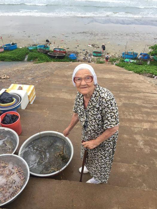 89-летняя российская пенсионерка путешествует по Вьетнаму (16 фото)
