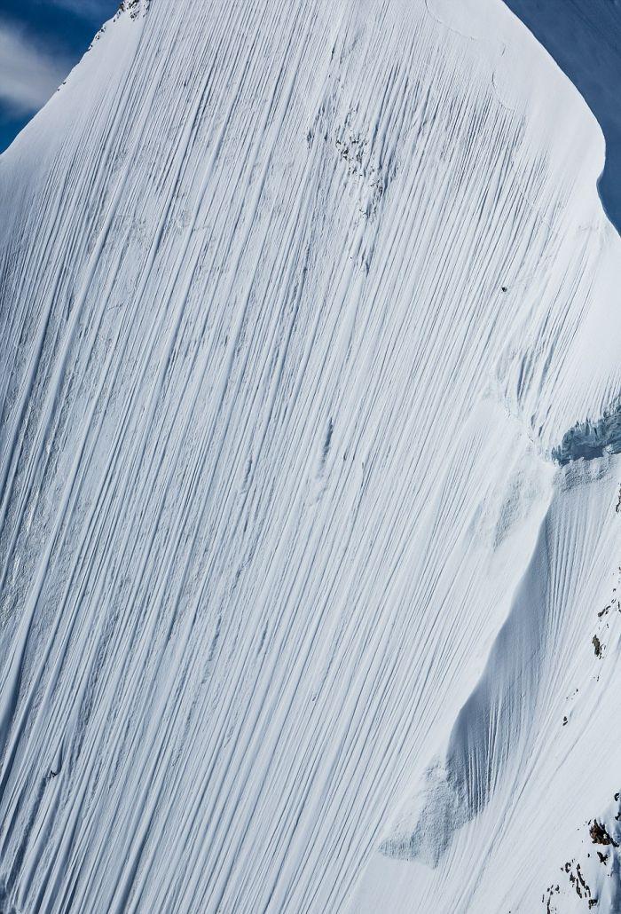 Горнолыжник-экстремал Джереми Хейц покорил почти вертикальный пик (4 фото + 2 видео)
