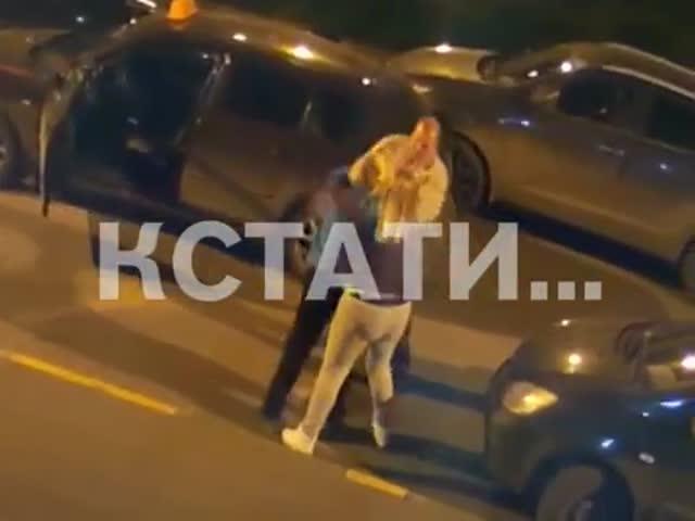В Нижнем Новгороде неадекватные мать с дочерью напали на таксиста