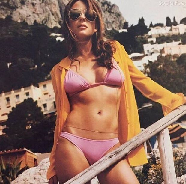 51-летняя Элизабет Херли делится снимками в купальнике (11 фото)