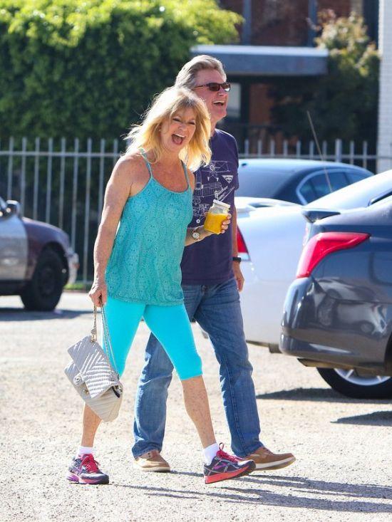 Курт Рассел и Голди Хоун не боятся папарацци (5 фото)