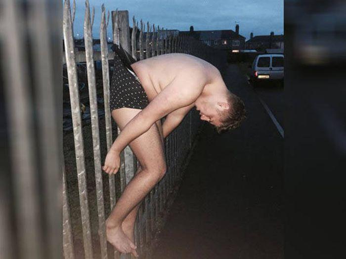 Пьяный парень стал героем фотожаб (21 фото)