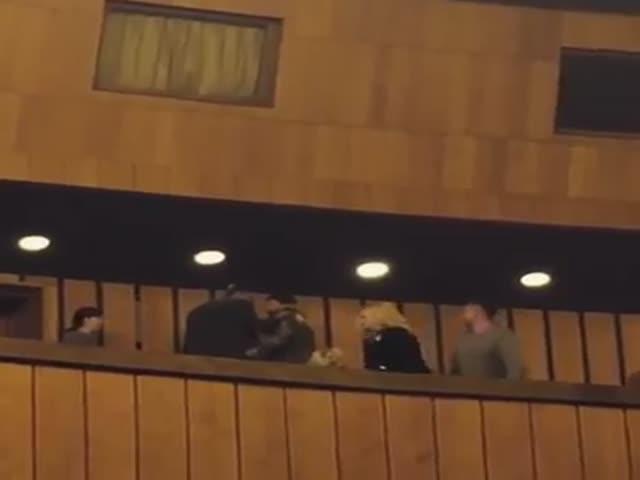 В Оперном театре Днепра женщина ударила мужчину молотком по голове