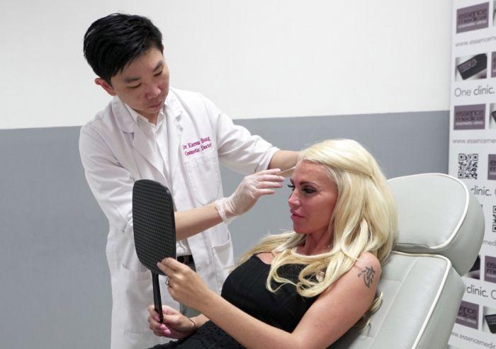 Женщина потратила сотни тысяч долларов, чтобы быть похожей на куклу Барби (7 фото)
