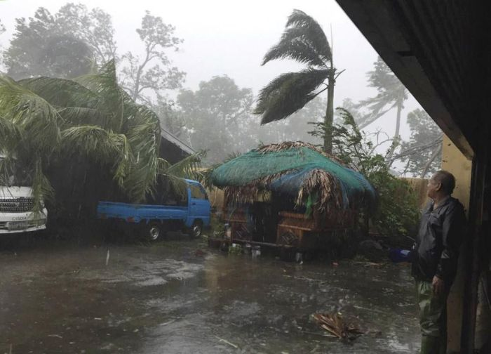 Последствия мощного тайфуна «Хайма» на Филиппинах (29 фото)