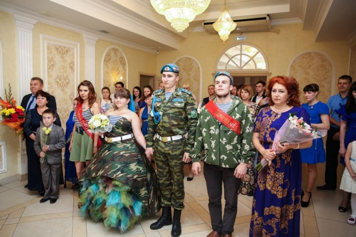 В Омске сыграли свадьбу в стиле ВДВ (5 фото)