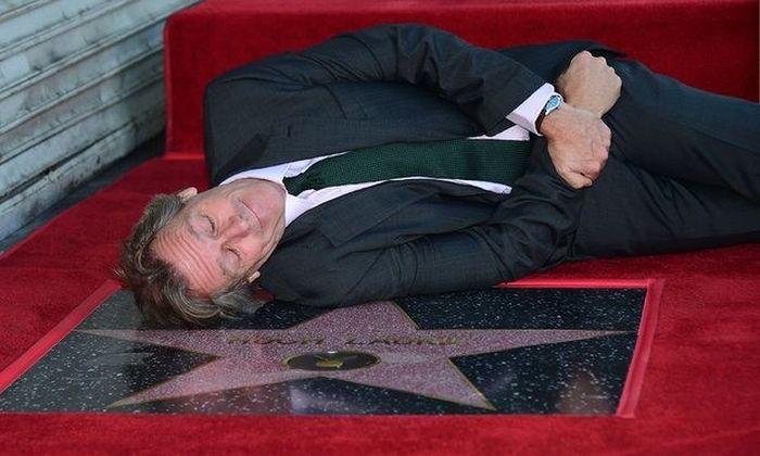 В Голливуде на Аллее славы появилась звезда актера Хью Лори (2 фото)