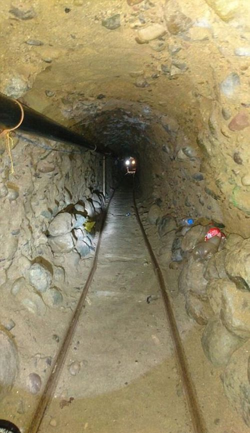 На мексикано-американской границе обнаружен еще один тоннель (5 фото)