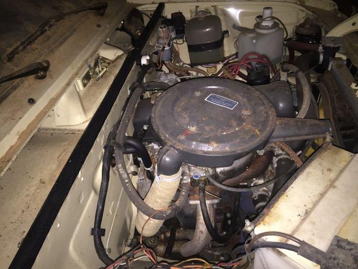 Экспортная версия ВАЗ-2106 простояла заваренной в гараже 25 лет (20 фото)