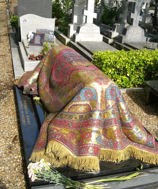 Мозаичный ковер на могиле Рудольфа Нуриева (4 фото)