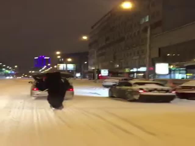 По Новосибирску прокатился «медведь» на сноуборде