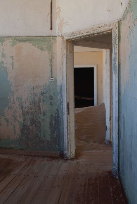 Колманскоп - город-призрак на юге Намибии (11 фото + текст)
