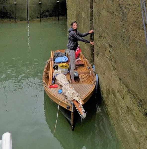 Британская пара доплыла на самодельной лодке до юга Франции (14 фото)