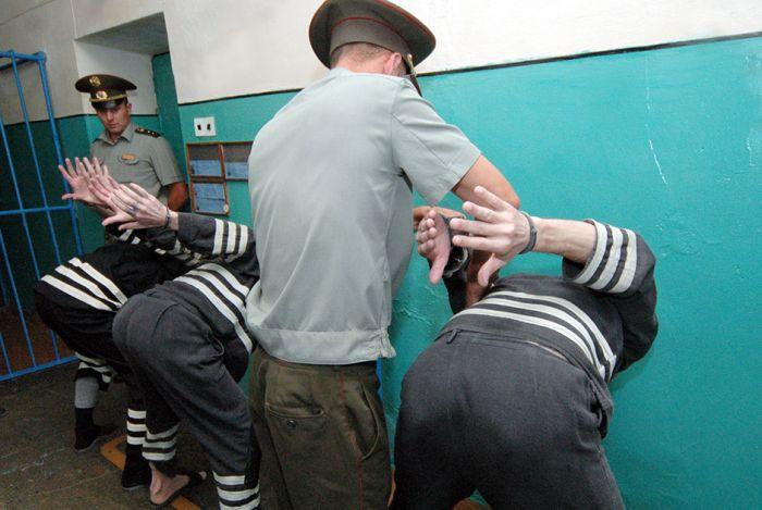 Самые строгие и непреступные тюрьмы в мире (10 фото)