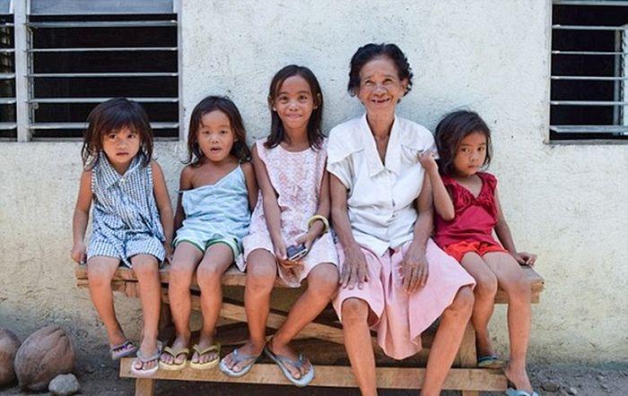 Как боксер Мэнни Пакьяо помогает бедным гражданам Филиппин (5 фото)