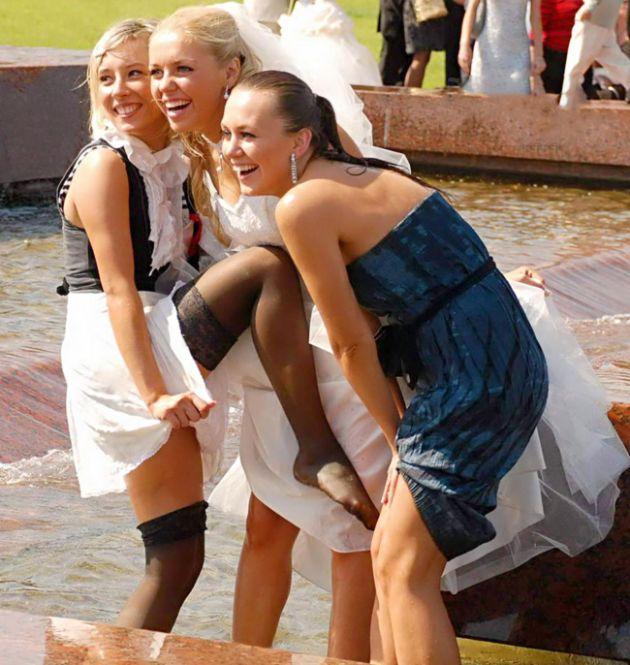 Подруги невесты затмили саму невесту (11 фото)