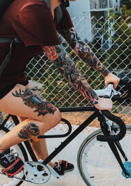 Девушки на велосипедах (41 фото)