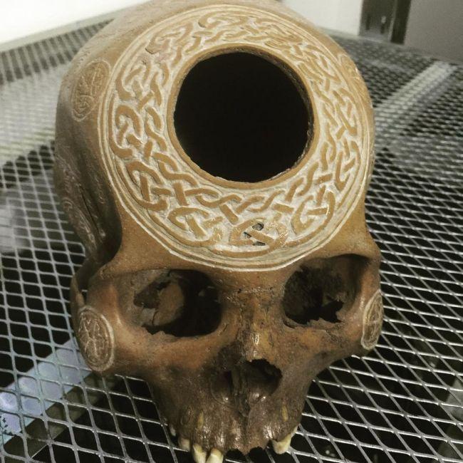 Американец превращает черепа и кости людей в предметы искусства (14 фото)