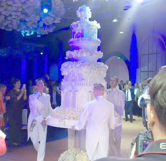 Свадьба дочери таджикского олигарха Илхома Шокирова и платье за 40 млн рублей (10 фото)