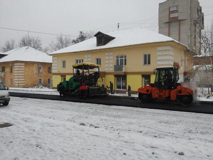 «Флешмоб» российских дорожников (8 фото)