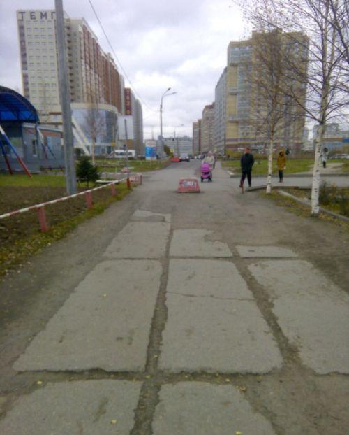 В Санкт-Петербурге провели «ремонт» пешеходной дорожи с помощью фотошопа (4 фото)