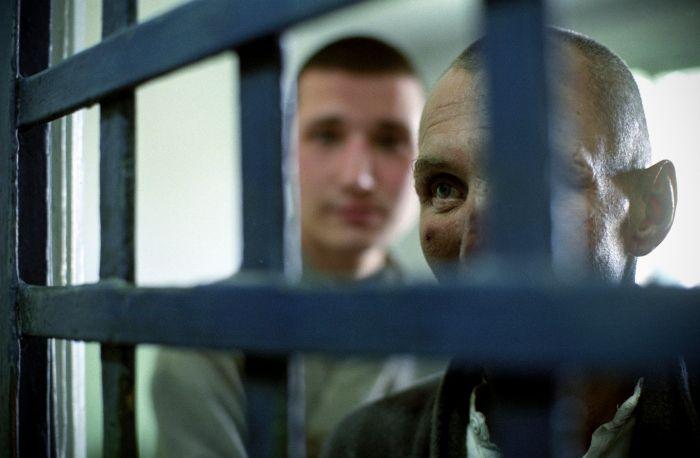 В Томске мужчина представился адвокатом, чтобы повторно ограбить свою жертву (2 фото)