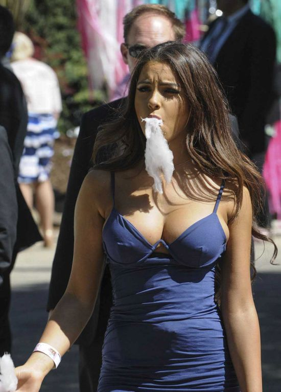 Австралийка со сладкой ватой покорила пользователей сети (7 фото)