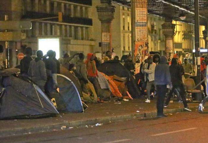 Сталинградская битва мигрантов в Париже (9 фото)