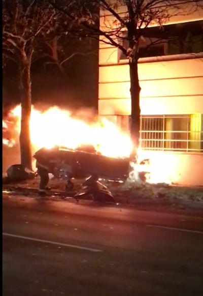 В попавшем в аварию электромобиле Tesla погиб бывший агент ФБР (3 фото + видео)