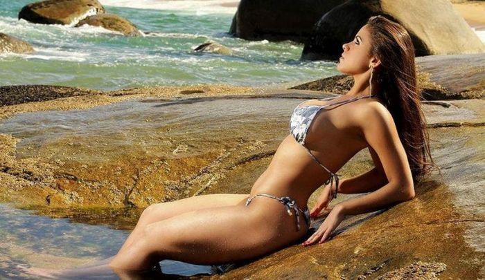Фигуристые бразильянки загорают на пляжах (36 фото)