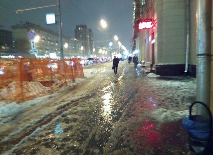 Как московские коммунальщики борются с последствиями снегопада (7 фото)