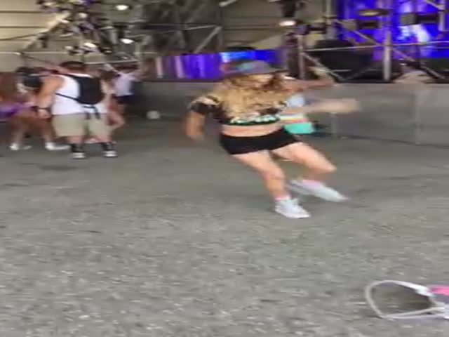 Крутой танец на концерте