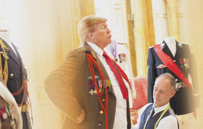 Двойник Трампа развлекается в Белом доме (13 фото)