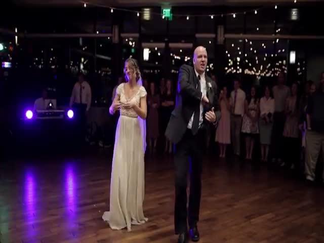 Отец и дочь исполнили отличный танец