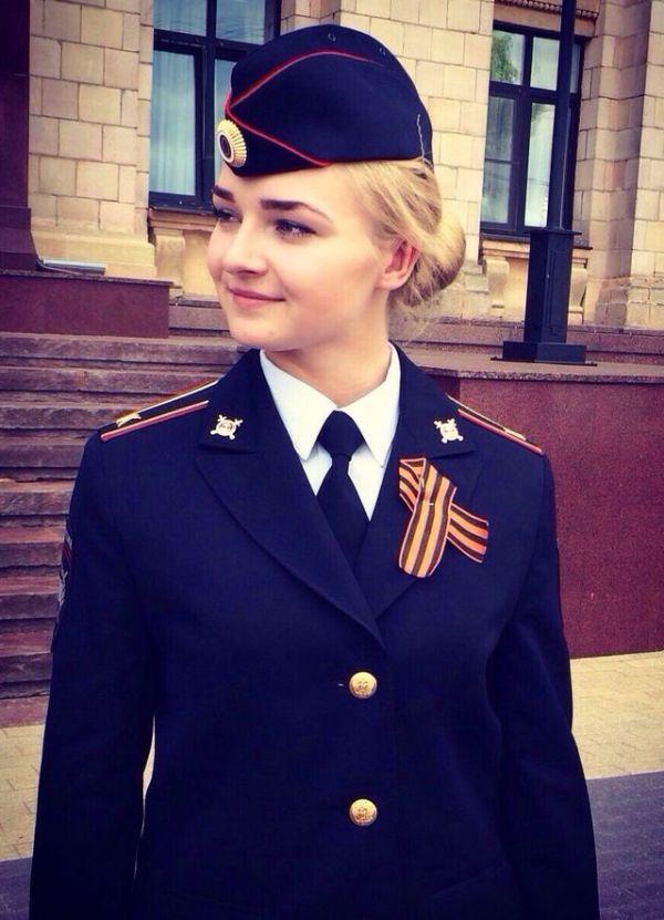 Очаровательные девушки на службе нашей полиции (9 фото)